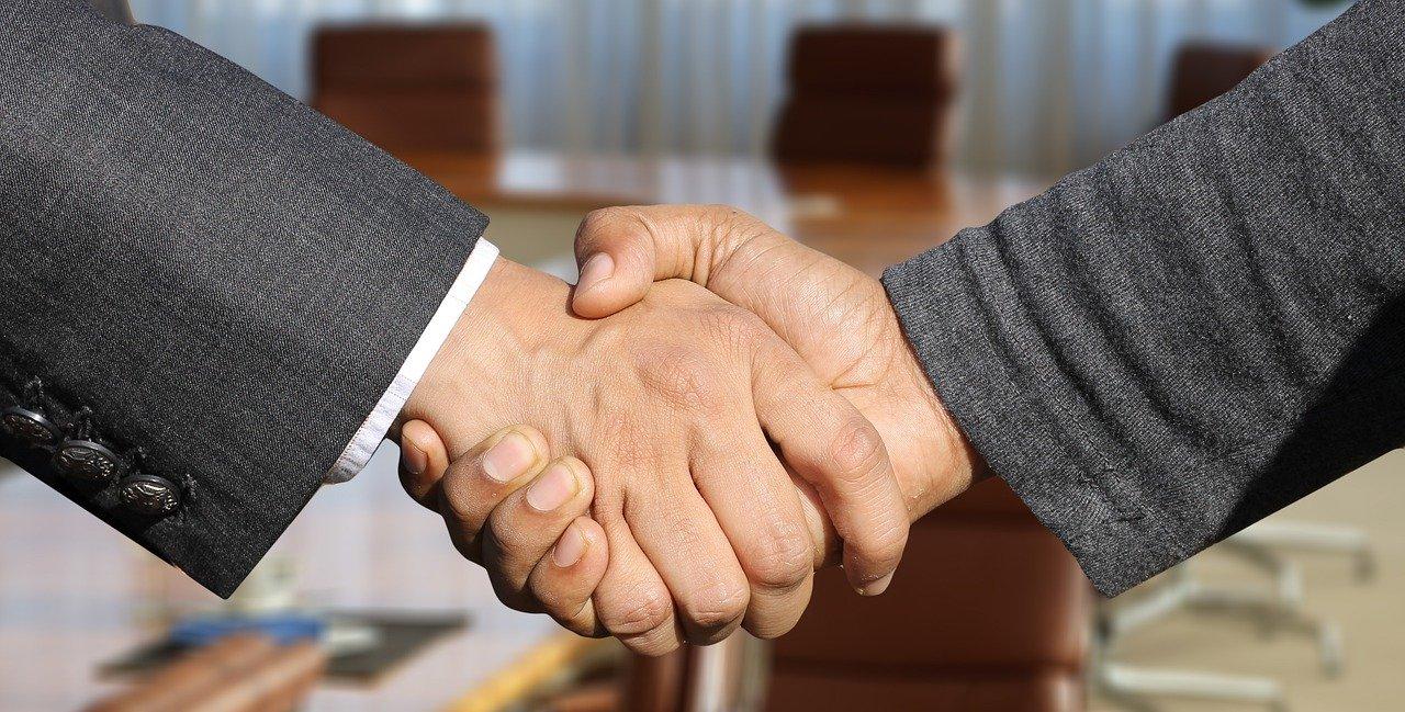 shaking hands 3091906 1280